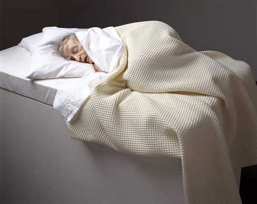 Escultura de Ron Mueck, Old Woman in Bed
